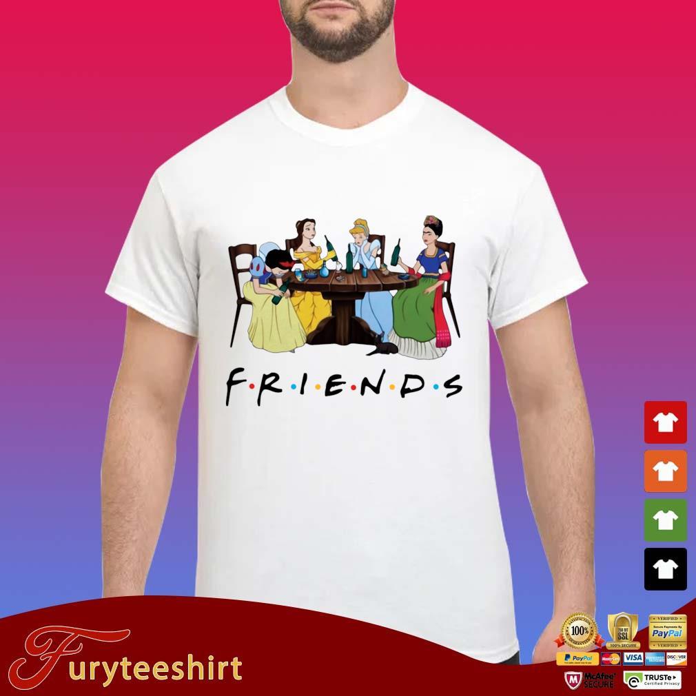 Frida Kahlo and Disney princesses drinking Friends TV show t-s Shirt trang