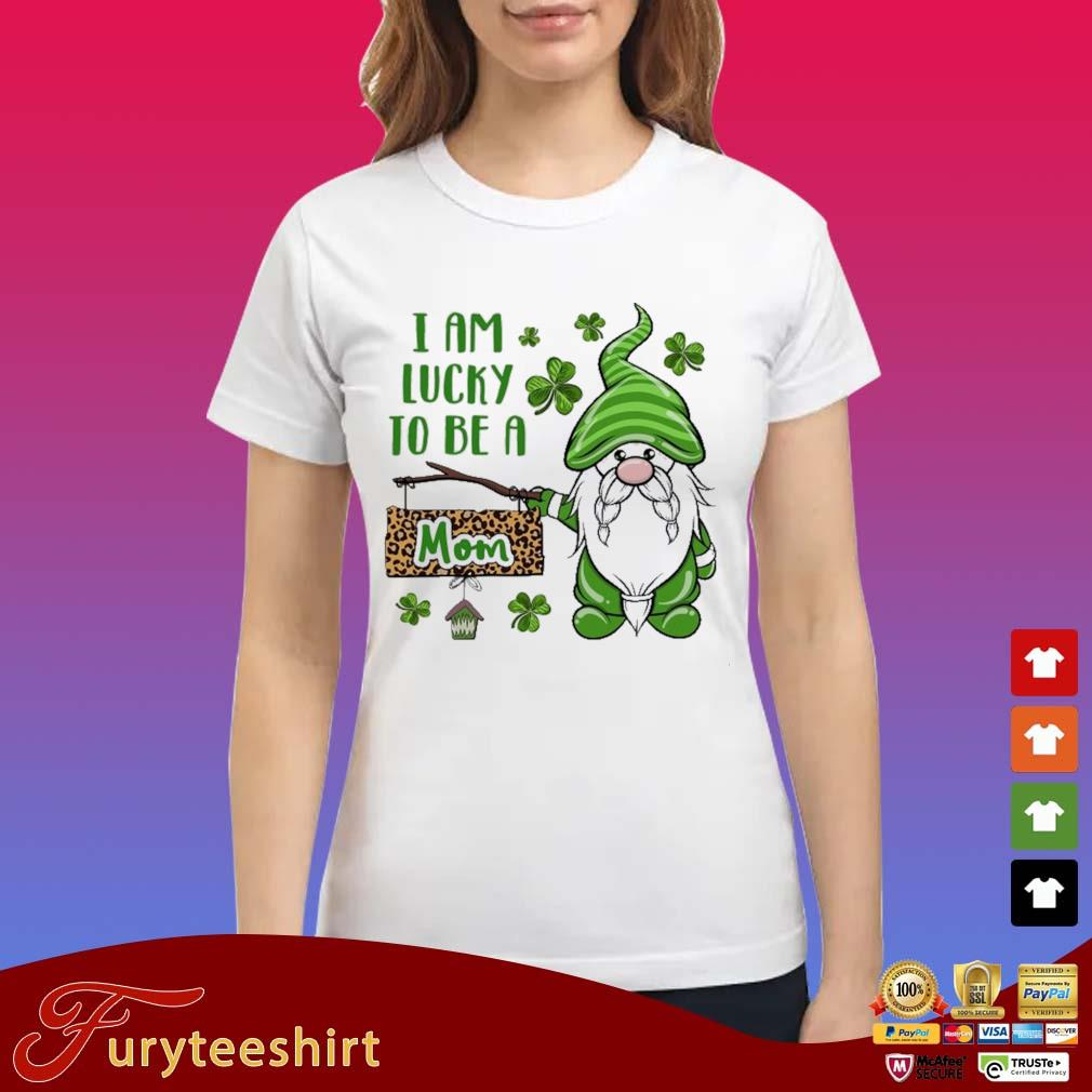 St Patrick I Am Lucky To Be A Mom Gnomes Shirt Ladies trang